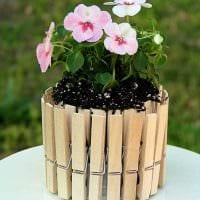 идея яркого украшения цветочных горшков фото