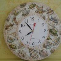 вариант красивого украшения часов своими руками картинка