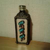 идея шикарного украшения бутылок из кожи своими руками фото