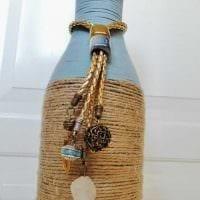 вариант шикарного декорирования стеклянных бутылок шпагатом фото