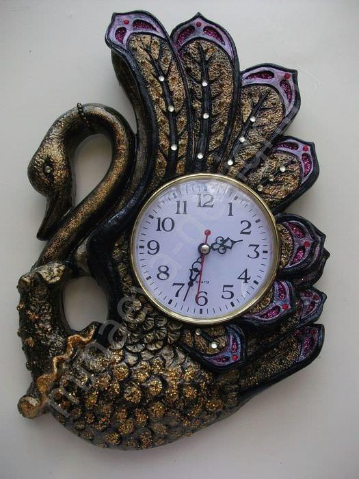 идея необычного декорирования настенных часов своими руками