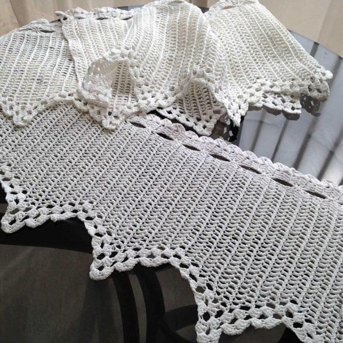вязанные крючком подушки в интерьере спальни