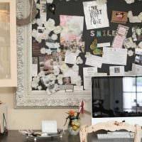 светлый интерьер комнаты со старыми досками картинка