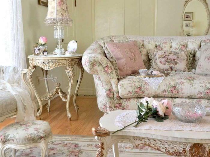 необычный интерьер гостиной в винтажном стиле