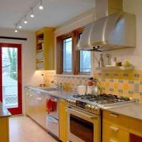 яркий дизайн квартиры в горчичном цвете картинка