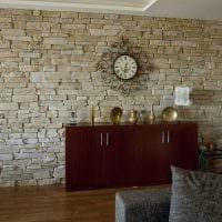 необычный гибкий камень в фасаде гостиной фото