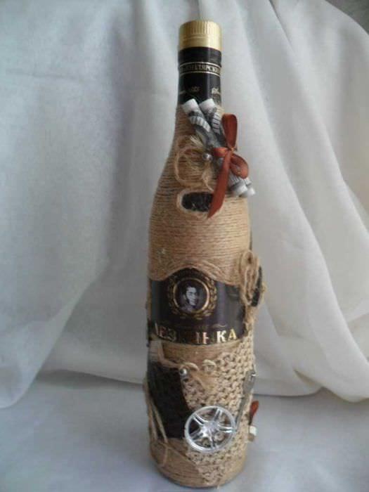 яркое декорирование бутылок для дизайна комнаты