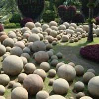 необычное декорирование садового участка своими руками картинка