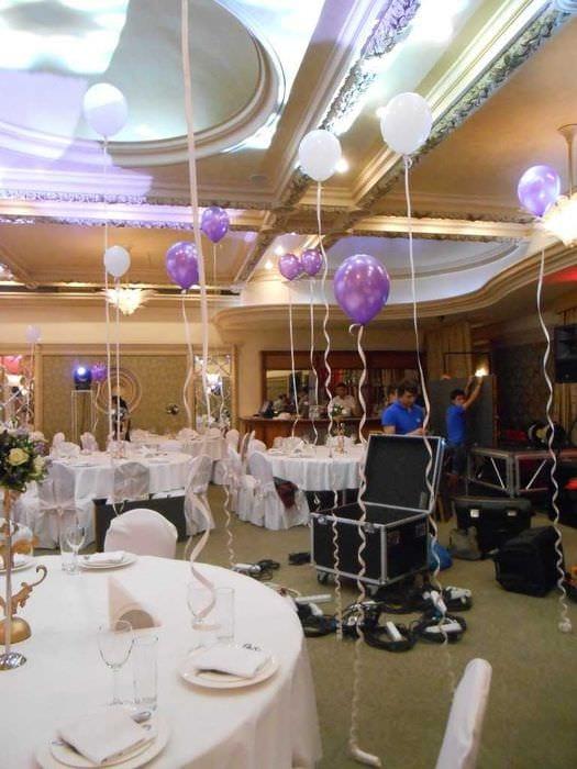 яркое оформление свадебного зала цветами