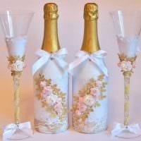 шикарное украшение стеклянных бутылок декоративными ленточками фото