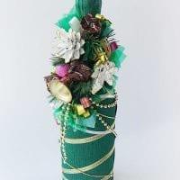 красивое украшение бутылок шампанского разноцветными ленточками картинка