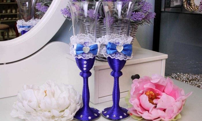 шикарное украшение бутылок шампанского разноцветными ленточками