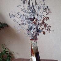 вариант оригинального интерьера вазы с декоративными ветками картинка