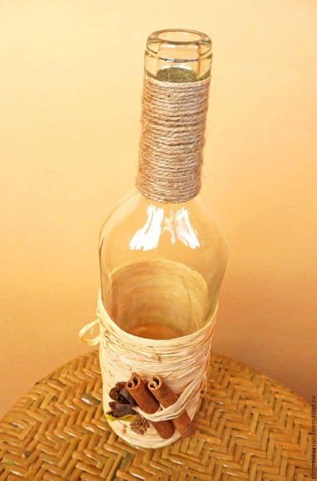 идея стильного декорирования бутылок солью