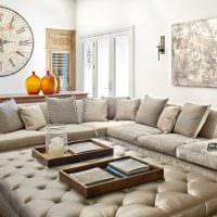 идея необычного интерьера спальни с диваном фото