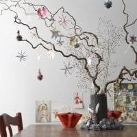 вариант красивого интерьера вазы с декоративными ветками картинка
