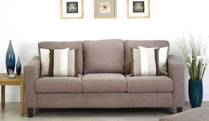 вариант современного дизайна кухни с диваном
