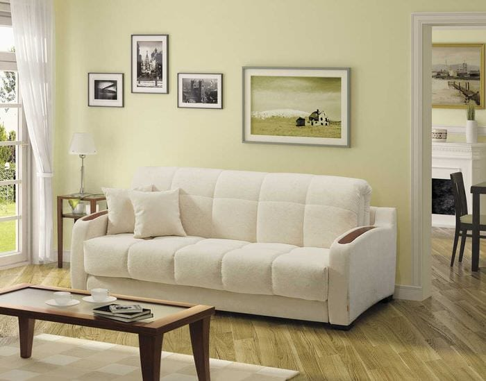 идея необычного декора квартиры с диваном