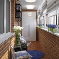 вариант необычного декора небольшого балкона картинка