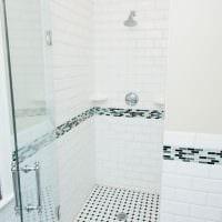 идея необычного дизайна белой ванной фото