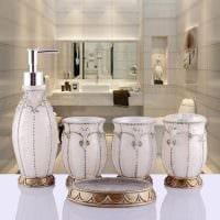 вариант оригинального интерьера белой ванной комнаты картинка