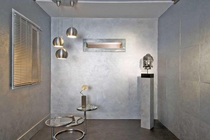 идея яркого интерьера комнаты с декоративной штукатуркой