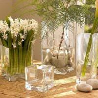 идея красивого украшения настольной вазы фото
