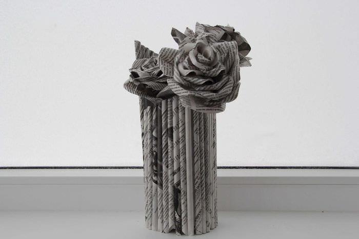 вариант необычного украшения напольной вазы