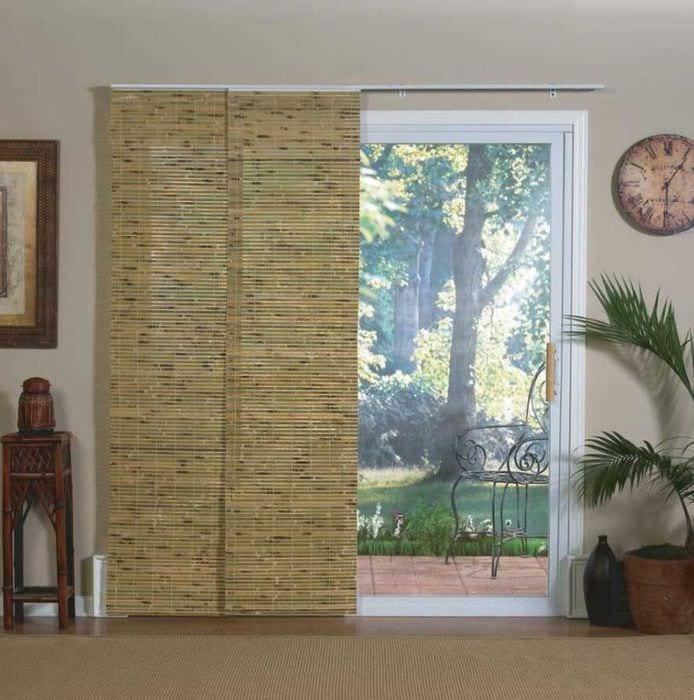 вариант красивых декоративных штор в интерьере квартиры