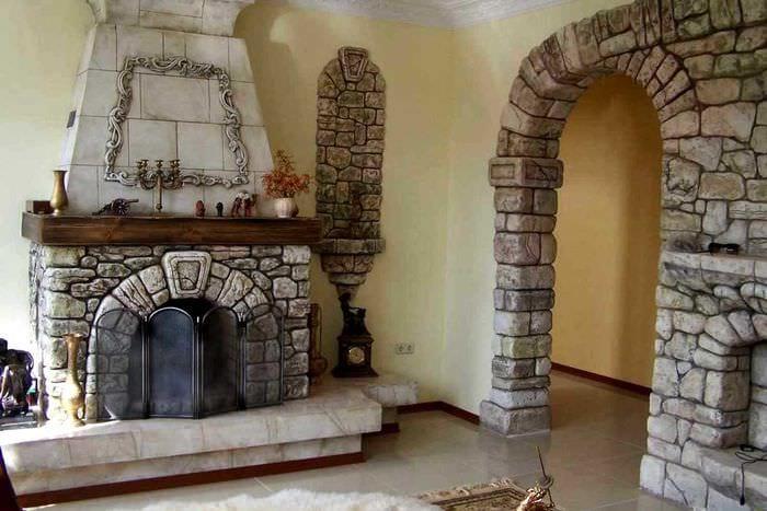 идея красивого декоративного камня в дизайне квартиры