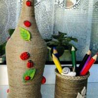 идея яркого декорирования стеклянных бутылок солью картинка