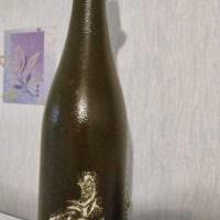 идея оригинального декорирования стеклянных бутылок солью картинка