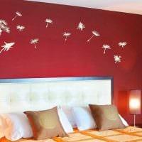 вариант яркого украшения стен в помещениях фото