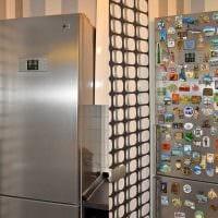 идея оригинального декорирования холодильника на кухне фото