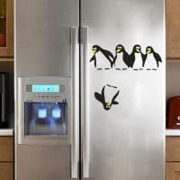 вариант яркого украшения холодильника картинка