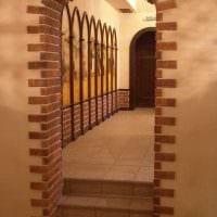 идея оригинального интерьера спальни с аркой фото