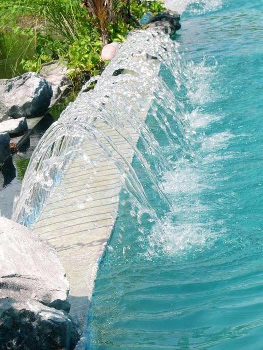 вариант оригинального интерьера небольшого бассейна