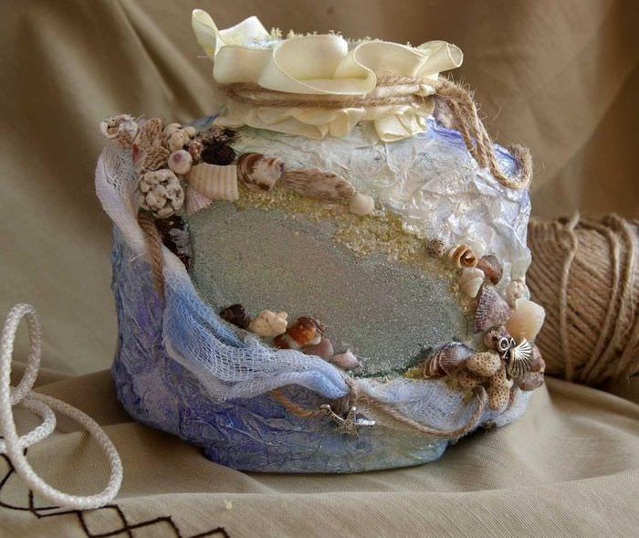 идея оригинального украшения настольной вазы