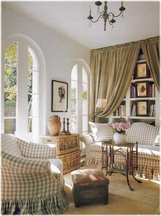 идея необычного декора гостиной в деревенском стиле