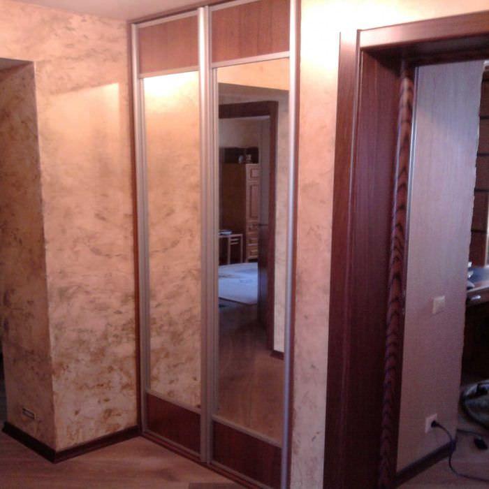 идея оригинального интерьера квартиры с декоративной штукатуркой