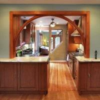 вариант необычного декора кухни с аркой картинка