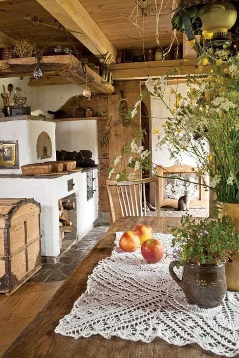 идея яркого дизайна дома в деревне