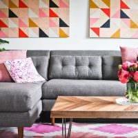 вариант красивого дизайна квартиры с диваном фото