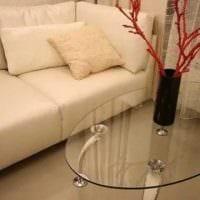 идея красивого интерьера напольной вазы с декоративными ветками фото
