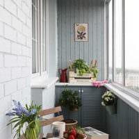 идея оригинального декора небольшого балкона картинка