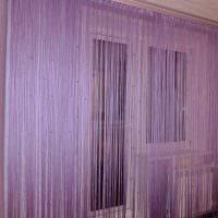 идея ярких декоративных штор в дизайне квартиры картинка