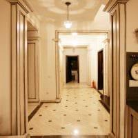 идея современного дизайна гостиной с аркой картинка