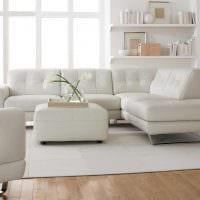 вариант необычного интерьера гостиной с диваном фото