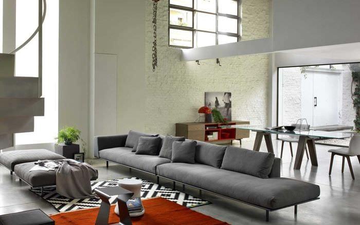 идея необычного дизайна квартиры с диваном