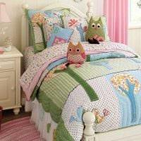 вариант оригинальных декоративных подушек в дизайне гостиной фото